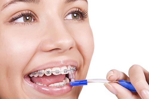 Hãy nhớ tái khám răng thường xuyên để biết được hiện trạng của răng nhé!