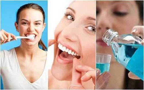 Khi đánh răng, bạn nên sử dụng bàn chải lông mềm, chỉ nha khoa và nước súc miệng để loại bỏ thức ăn thừa còn sót lại trong kẽ răng.
