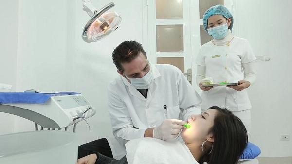 Khi niềng răng bạn vẫn cần đi khám răng định kỳ